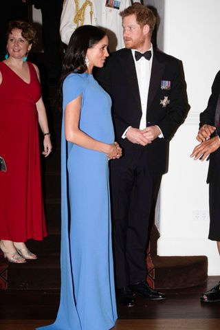 Meghan e Harry marcam presença num jantar oferecido pelo presidente das ilhas Fiji The royal couple attended a reception dinner hosted by the President of Fiji.
