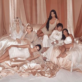 Consegue identificar os erros de photoshop nesta imagem da nova temporada de 'Keeping Up With the Kardashians'?