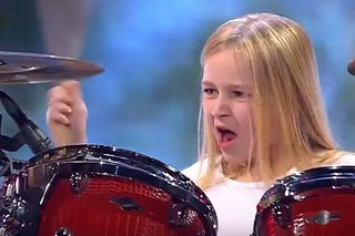 "Menina baterista de 10 anos ganha ""Got Talent"" dinamarquês a tocar Led Zeppelin e Rage Against the Machine"