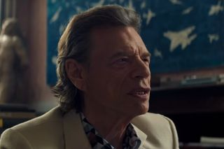 "Veja Mick Jagger no papel de um truculento negociante de arte no filme ""The Burnt Orange Heresy"""