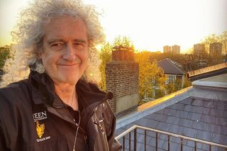 Brian May dos Queen hospitalizado