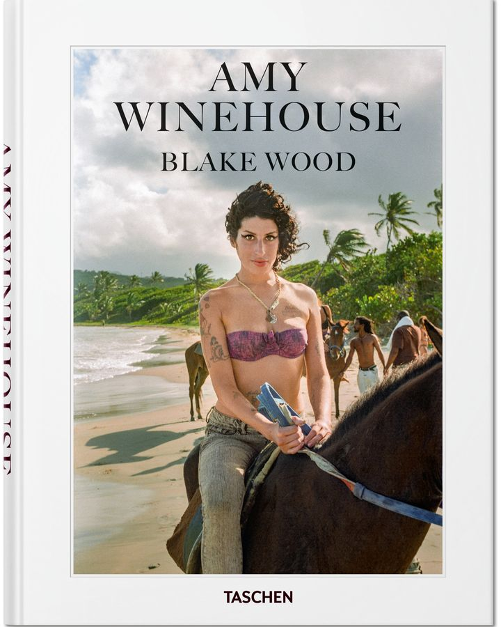 "A capa do livro ""Amy Winehouse"", de Blake Wood"