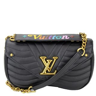 On the website of Louis Vuitton, in Spain the prices are the reference for Portugal, the small model of the 'New Wave' price €1.490, and it now costs €1.710