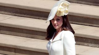 Kate Middleton recicla vestido do batizado da princesa Charlotte
