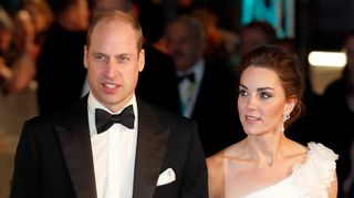 Kate Middleton deslumbra ao lado de William e presta homenagem a Diana nos BAFTA