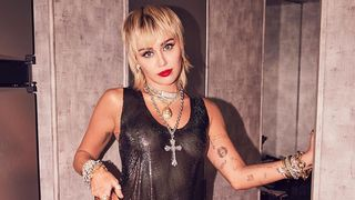 Cadela de Miley Cyrus foi eletrocutada nas gravações do 'The Voice'