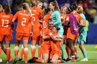Holanda vence Suécia no prolongamento e garante final do Mundial