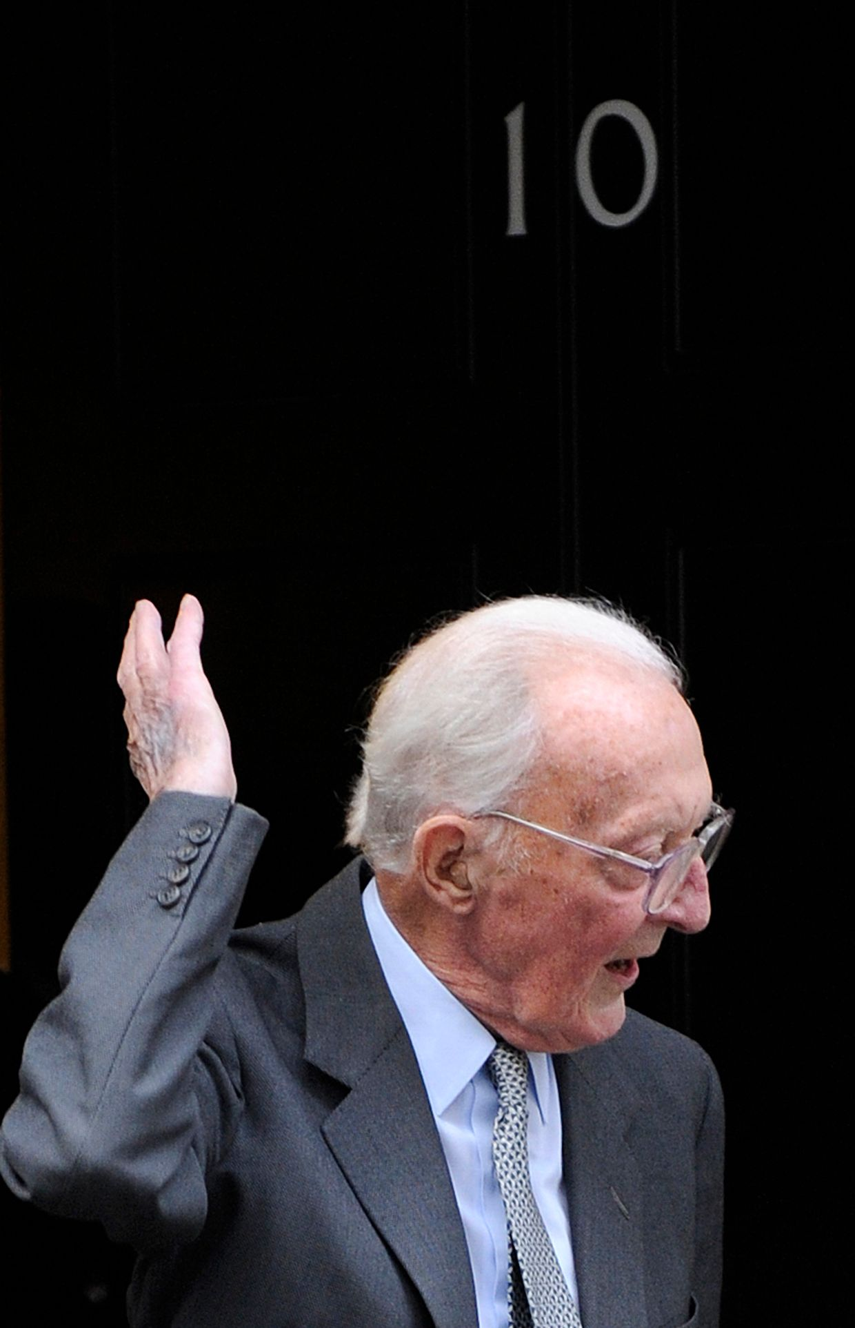 Lord Peter Carrington, 99 anos, político britânico