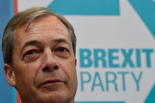 "Nigel Farage cria ""Partido do Brexit"" e participa nas europeias"