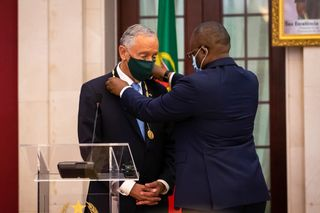 Marcelo Rebelo de Sousa condecorado com a mais importante medalha do Estado guineense