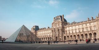 Museu do Louvre, em Paris, o mais visitado do mundo