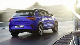 Ao volante do Volkswagen T-ROC R e do Mitsubishi Eclipse Cross