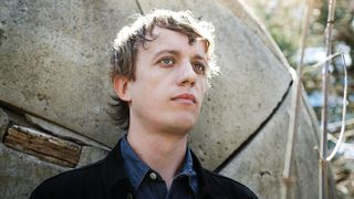 "A revista Rolling Stone chamou a Steve Gunn, a propósito deste The Unseen and Between, ""o segredo mais bem guardado do rock"""